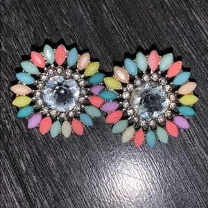 Colorful flower shape stud earrings